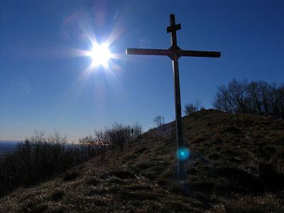 La croce nei pressi della vetta del monte San Lorenzo